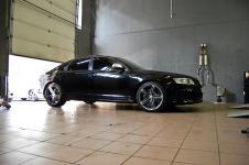 Audi RS6 с тюнингом выхлопной системы MTM вид сбоку крупно